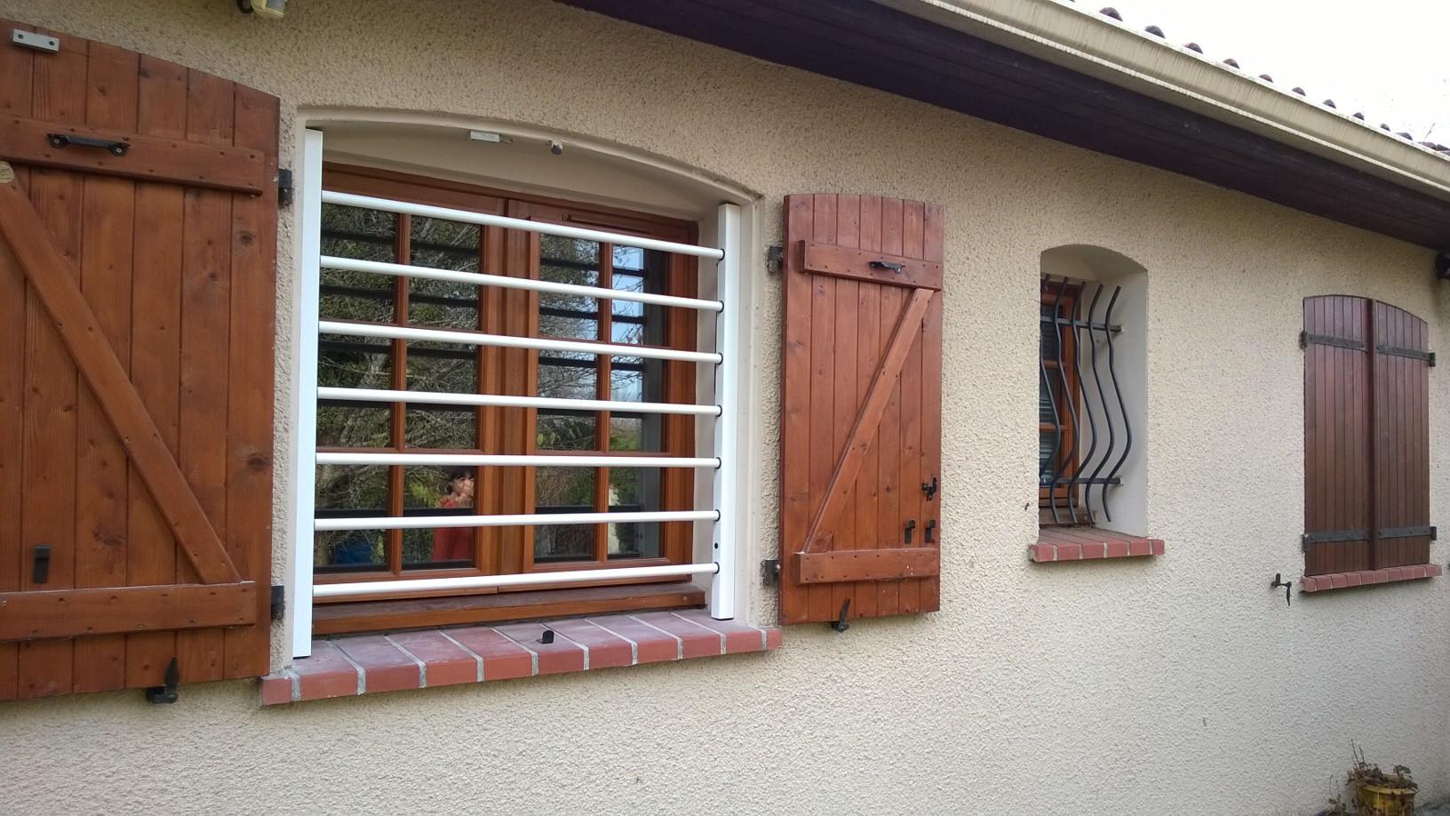 Горизонтальная решетка на окно