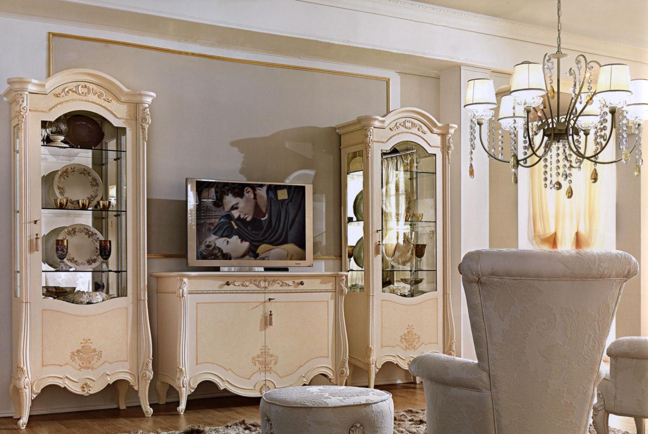 Бежевая классическая гостиная