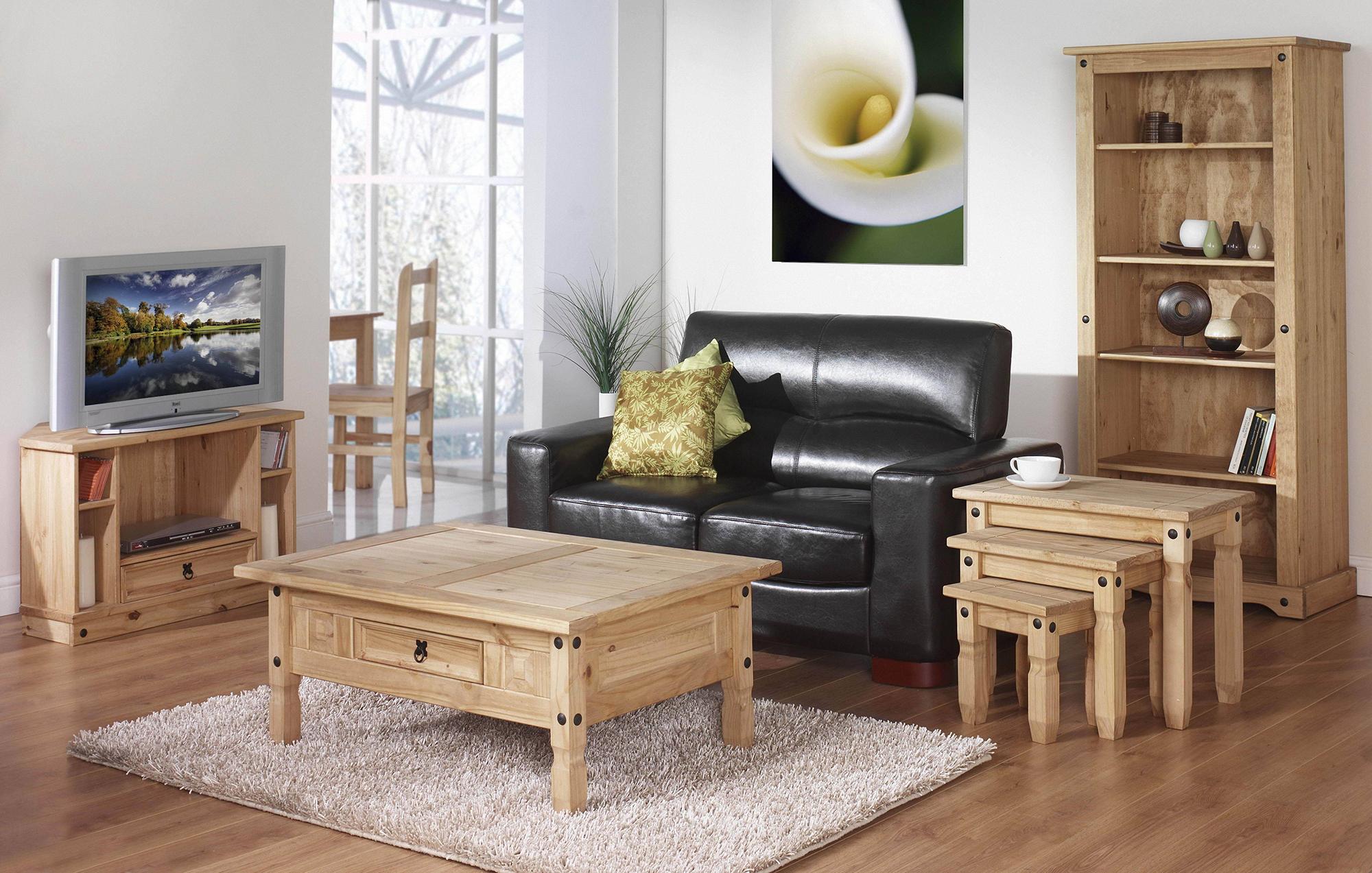 Бежевый пол и мебель в гостиной