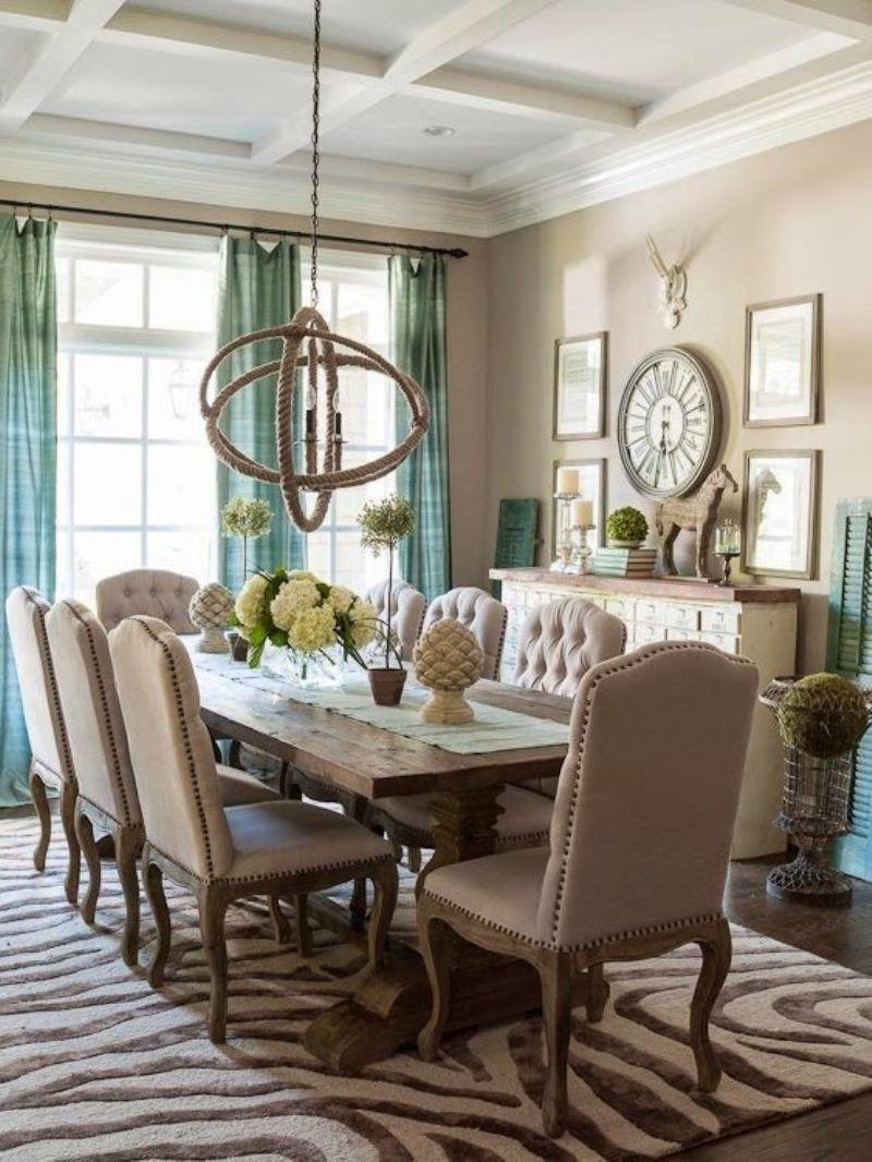 Бежево-коричневая гостиная-столовая