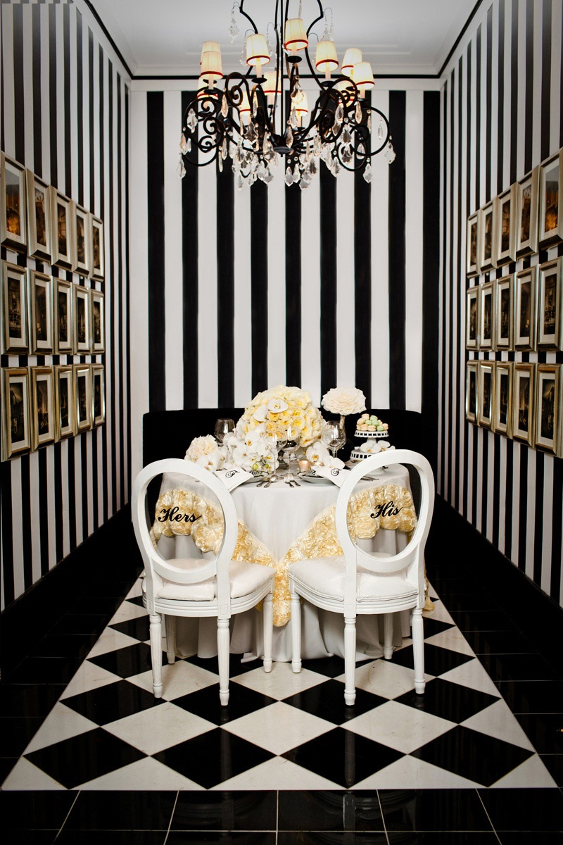 Черно-белая отделка столовой