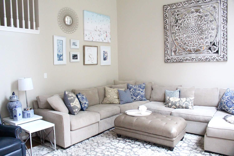 Серый и синий цвета в интерьере гостиной