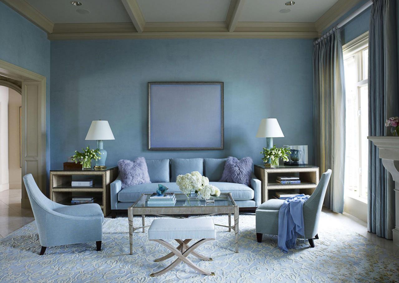 Гостиная в приглушенных голубых тонах