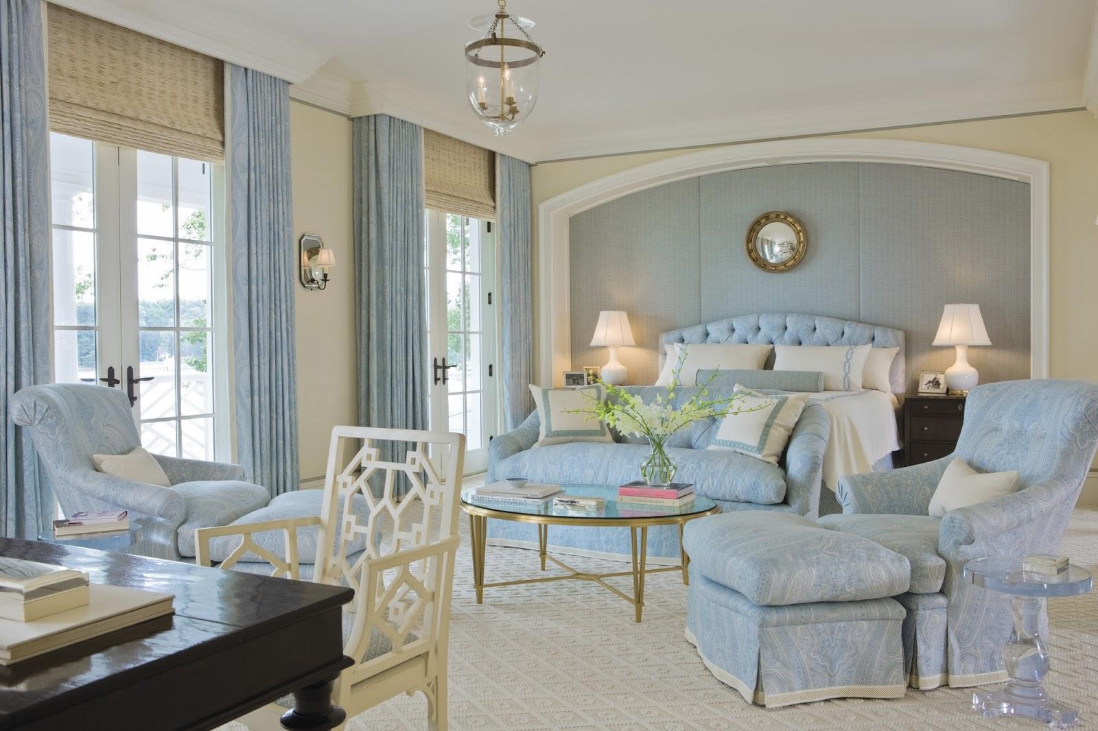 Бело-голубая гостиная-спальня