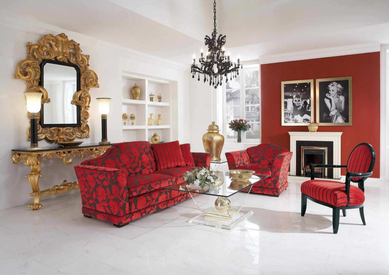 Золотистый декор в красно-белой гостиной
