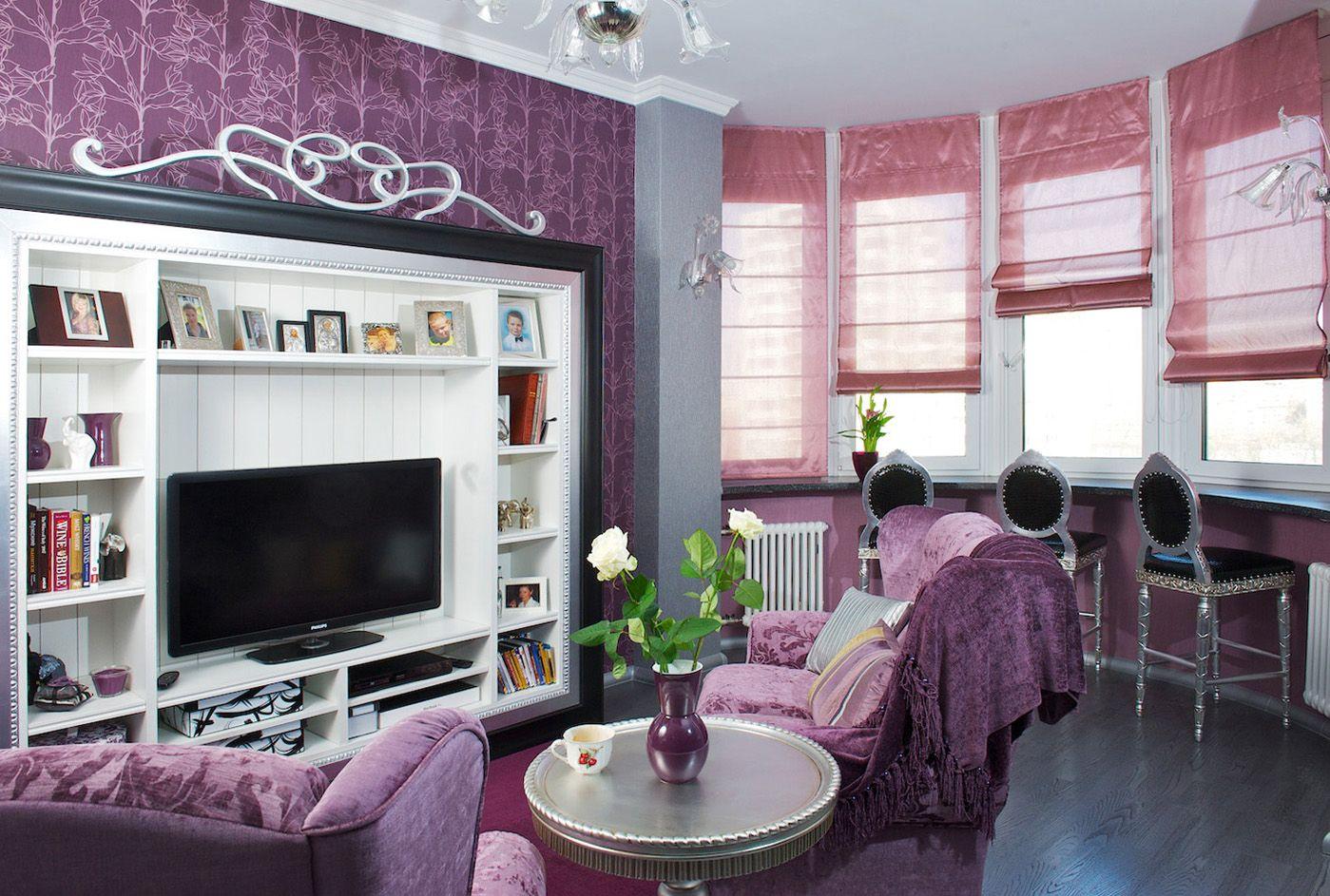 Розовые римские шторы в гостиной