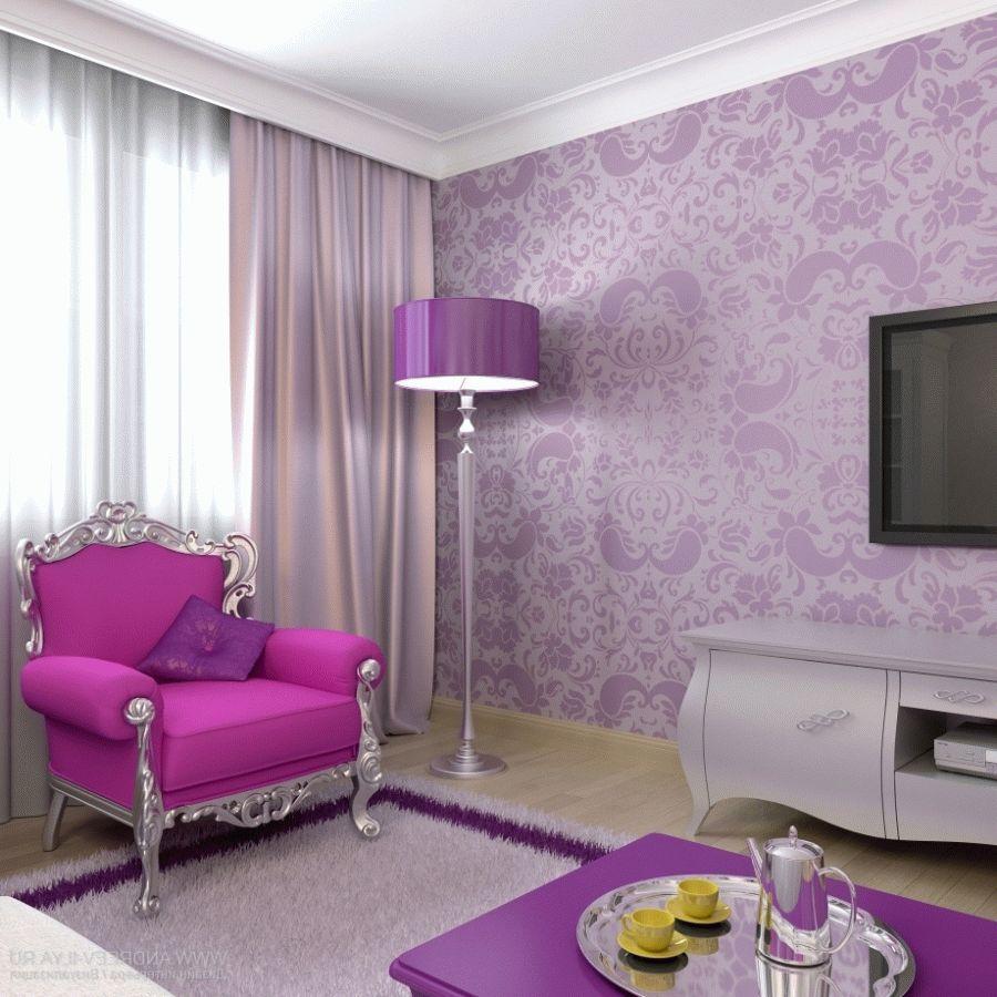 Серебристо-розовое кресло в гостиной