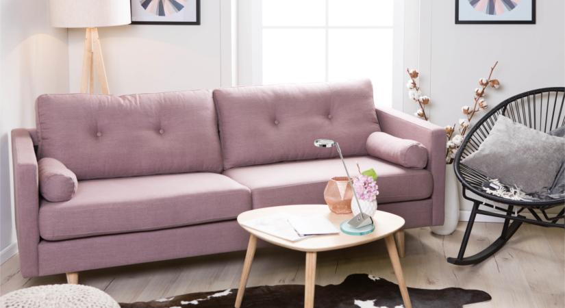 Диван пастельного розового цвета в интерьере