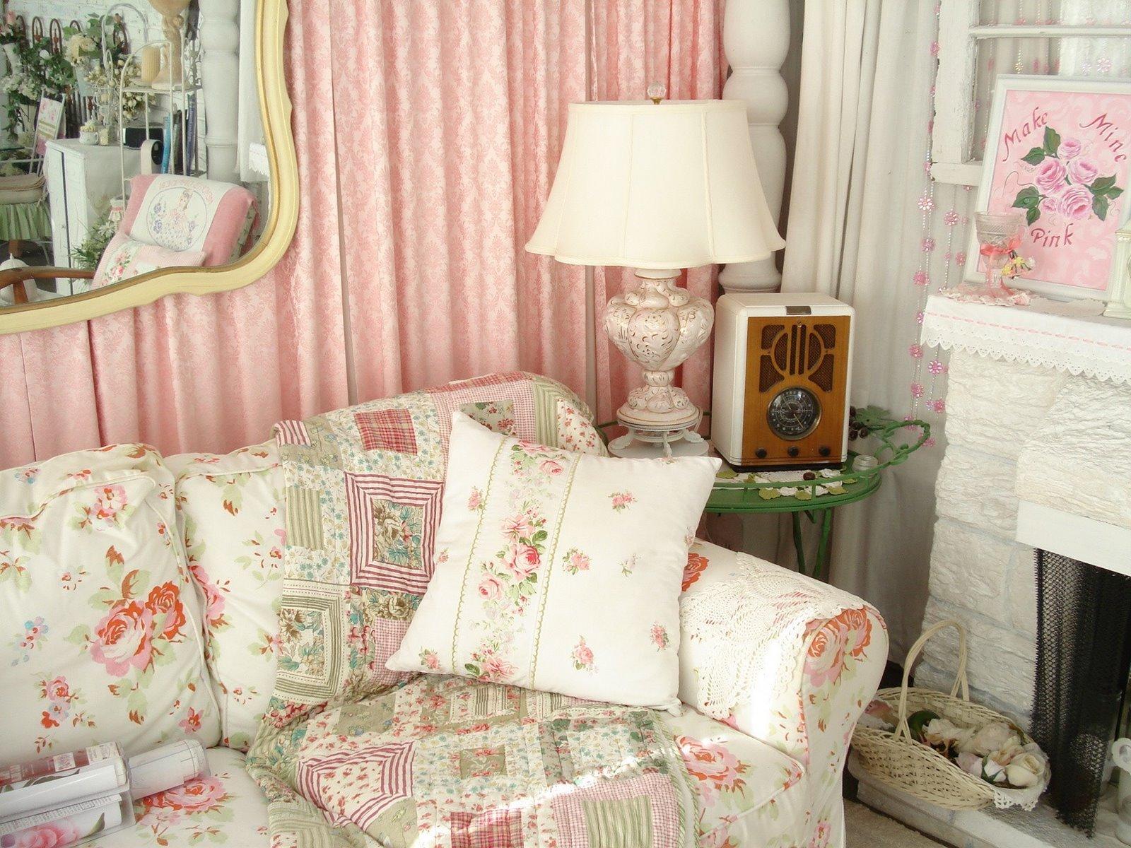 Розово-белая гостиная в стиле шебби-шик
