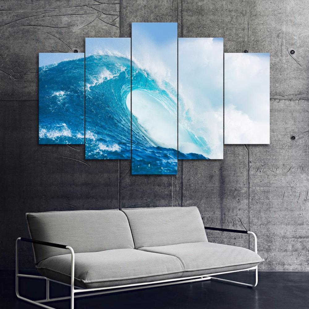 Картина в синих тонах в интерьере
