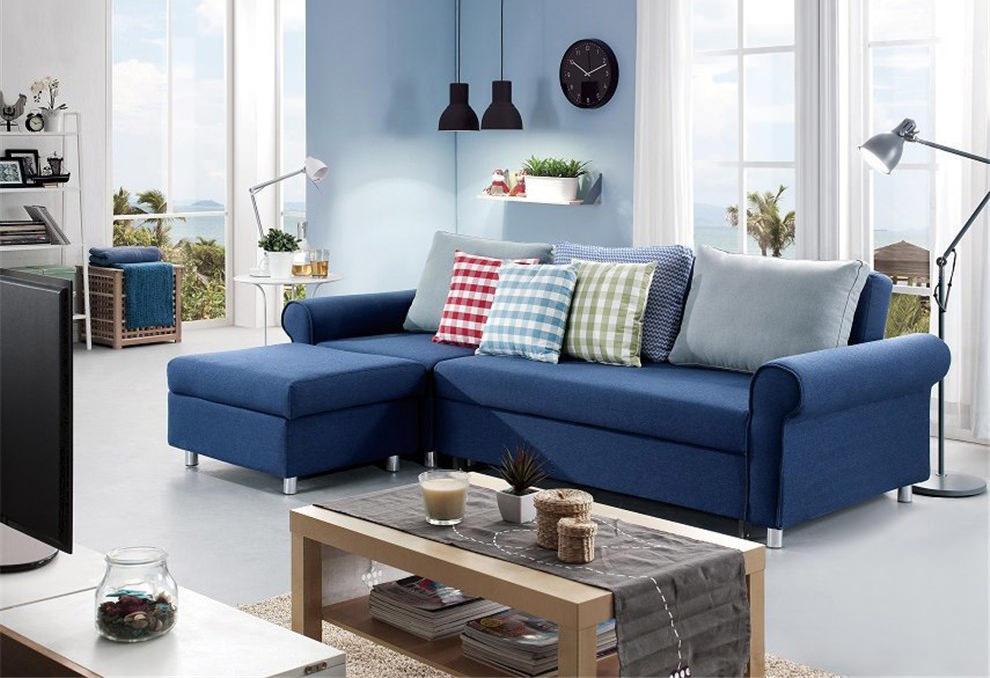 Модульный синий диван в гостиной