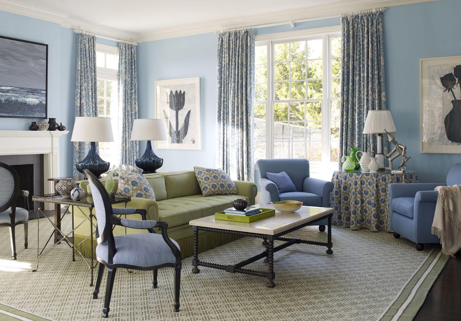 Настольные лампы в сине-зеленой гостиной