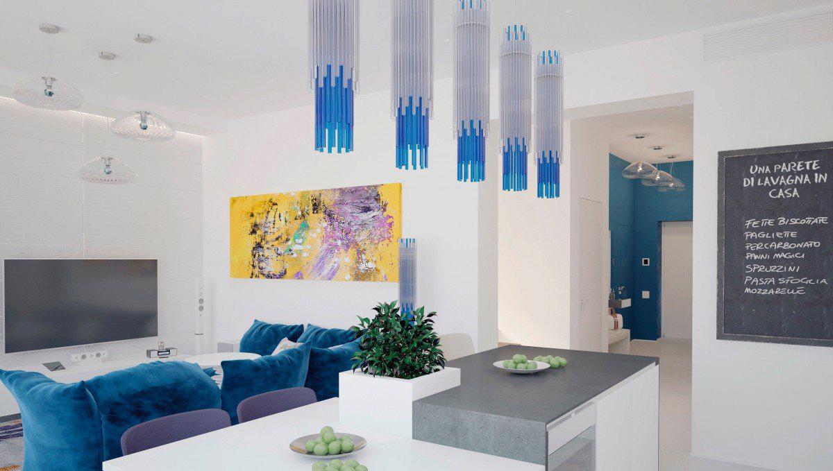 Синий диван в гостиной-кухне