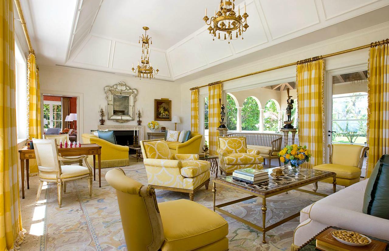 Большая бело-желтая гостиная