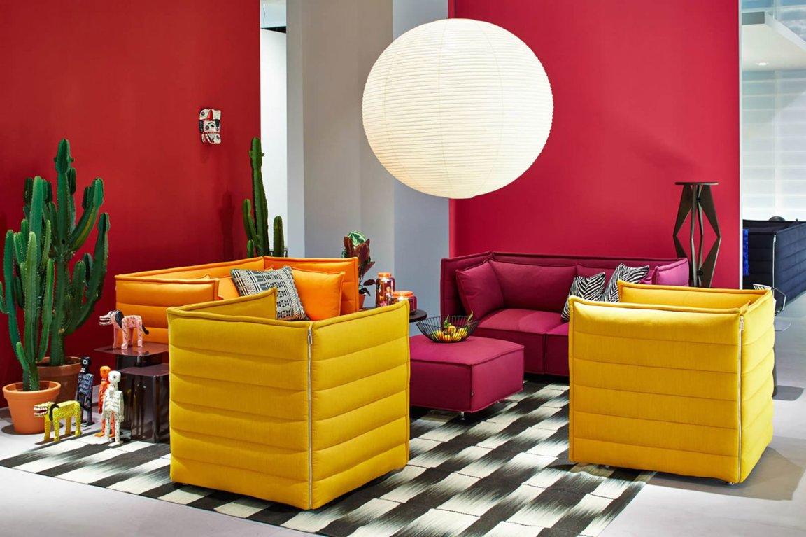 Розово-желтые акценты в гостиной