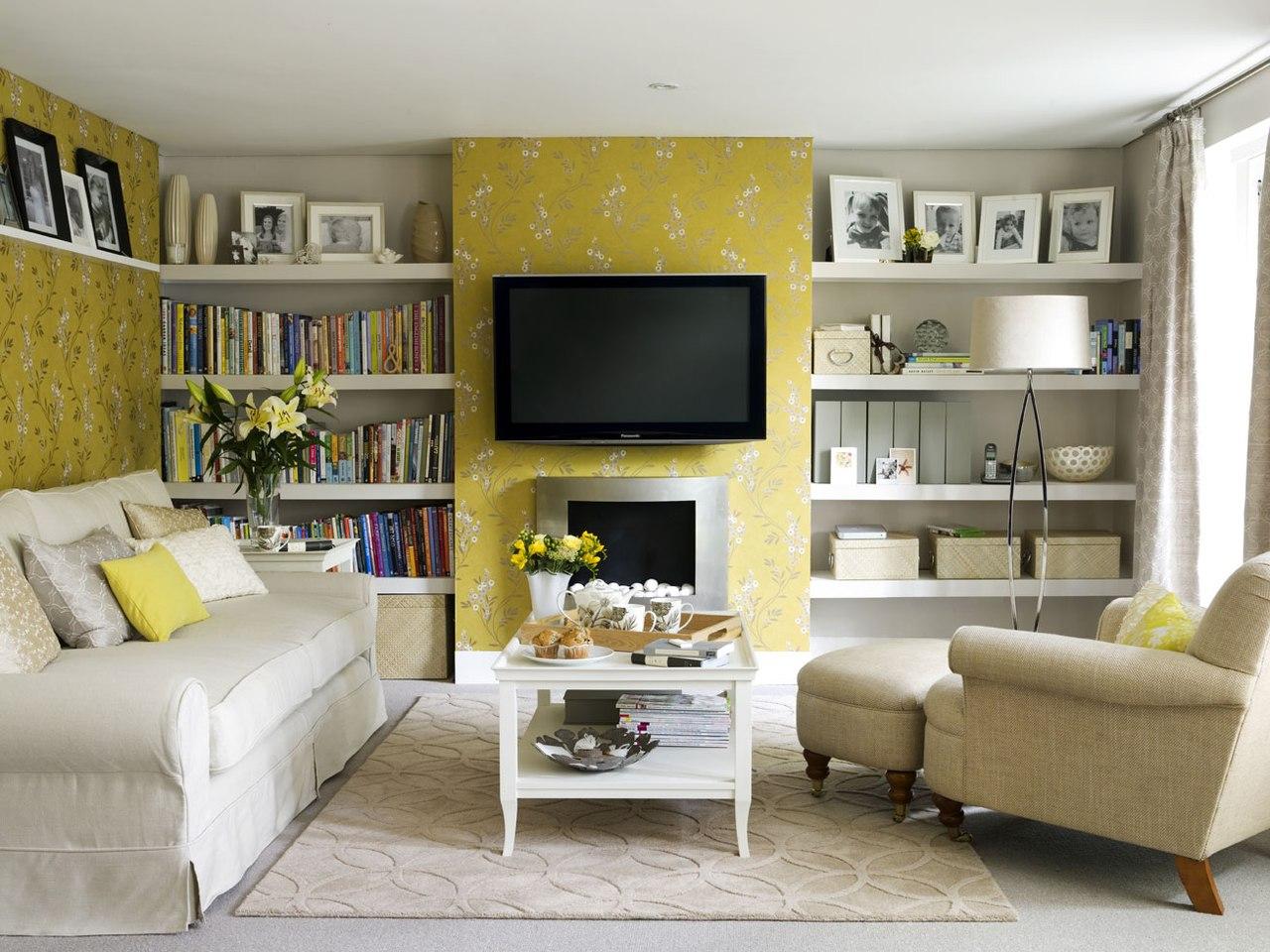 Пастельная желтая стена в гостиной