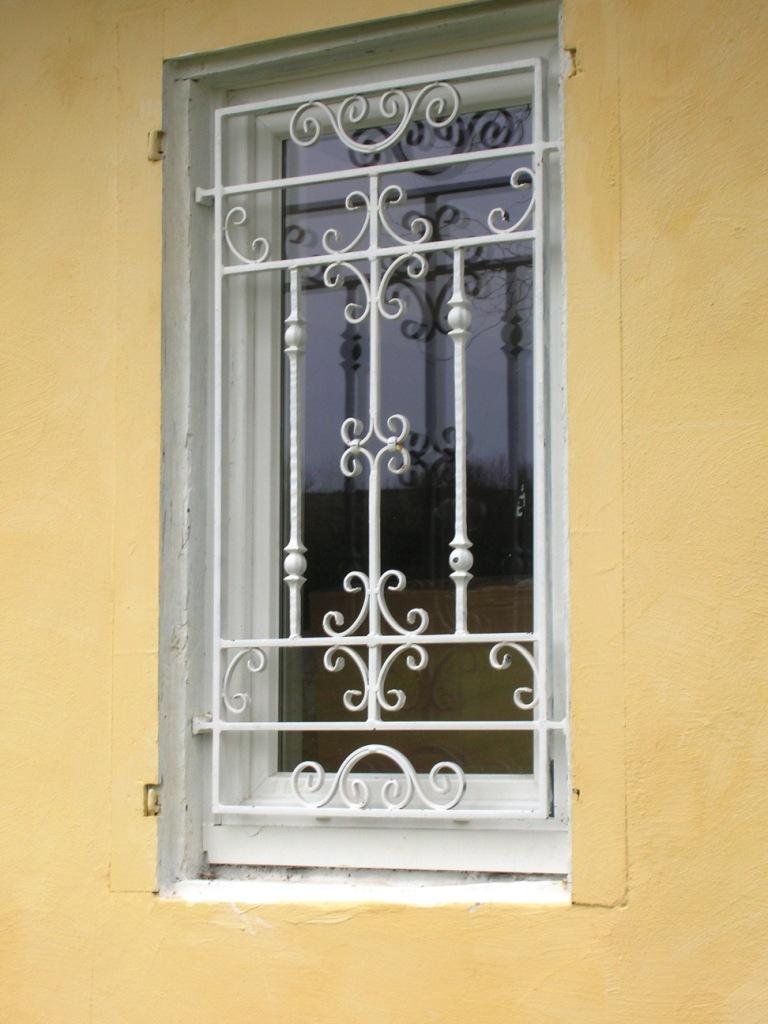 Решетка на окно художественной ковки