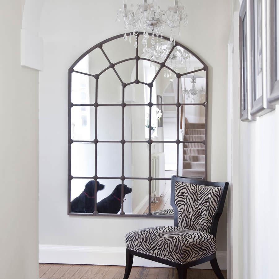 Имитация окна с помощью зеркала в комнате