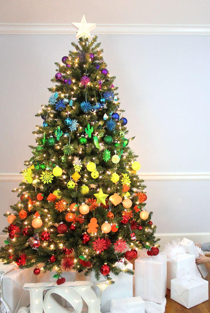 Современная радужная новогодняя елка