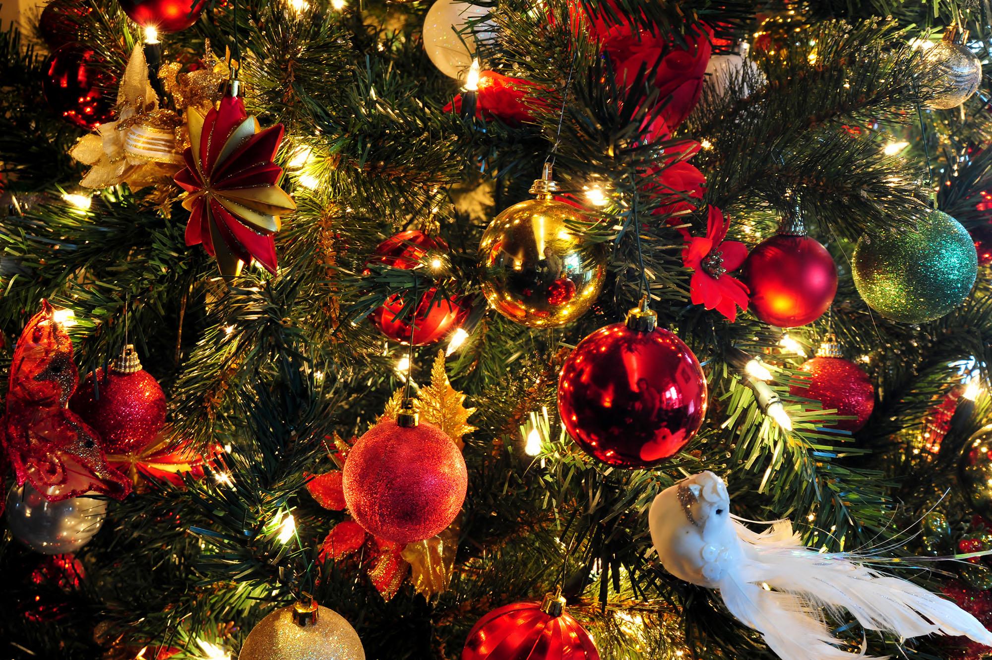 Красивые игрушки для декора елки