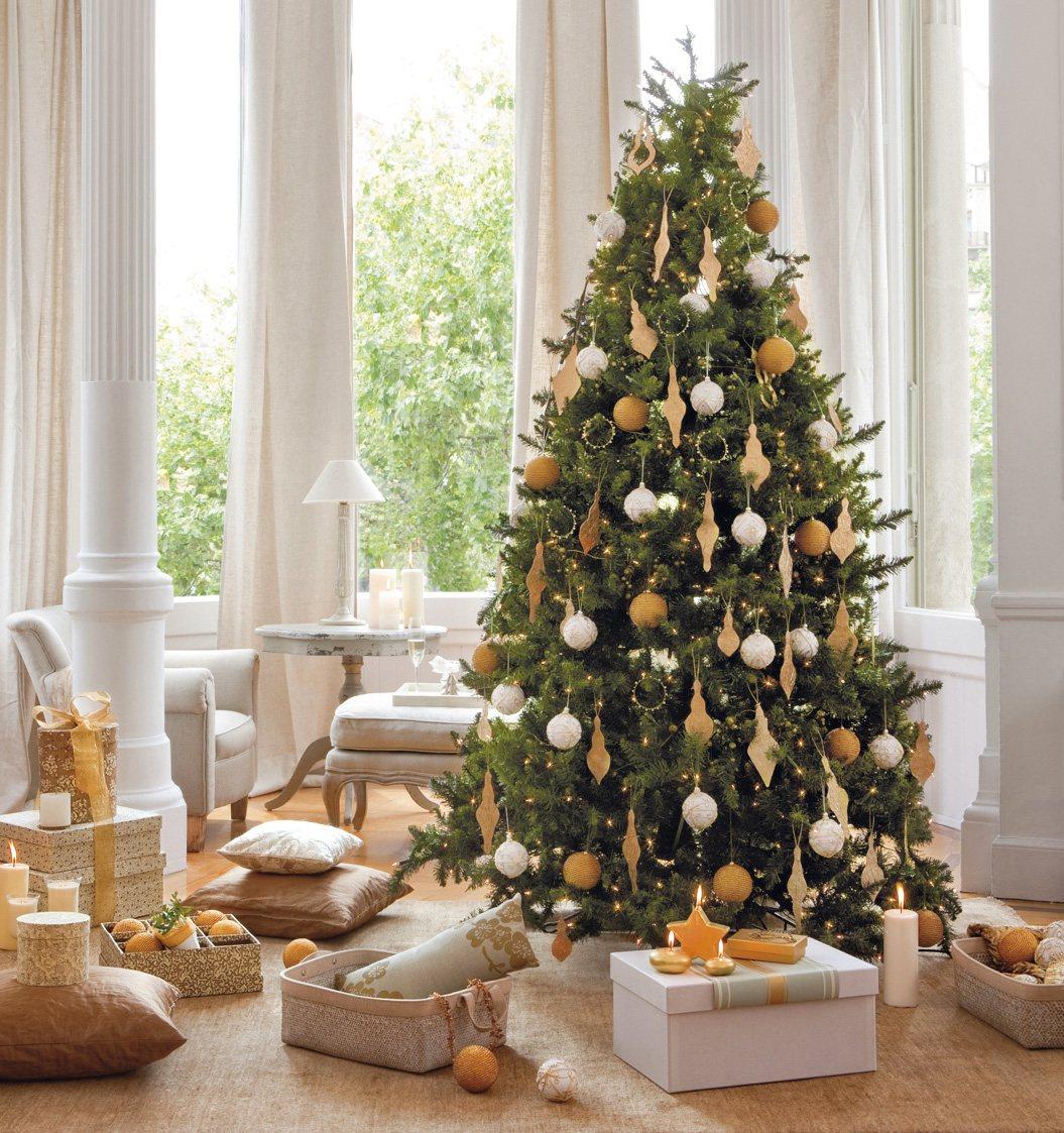 Бежево-белый декор новогодней елки