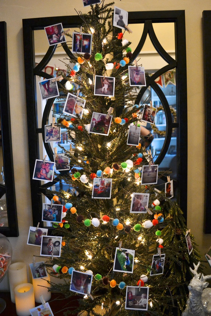 Украшение новогодней елки гирляндой и фотографиями