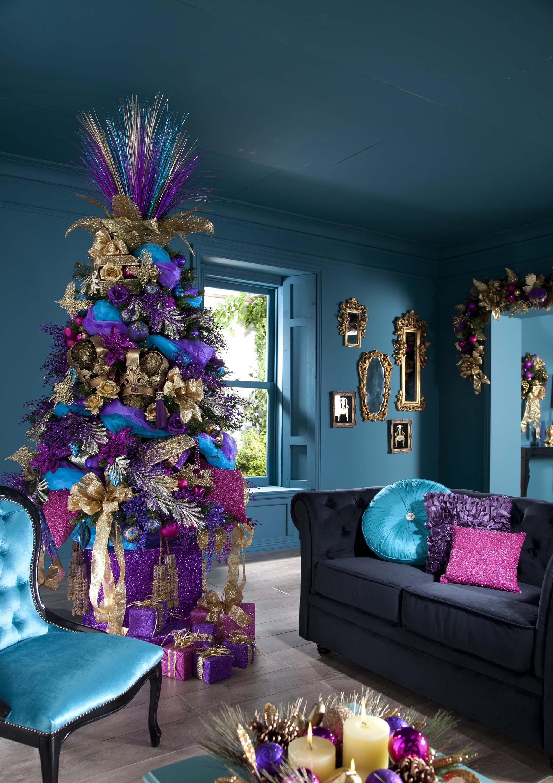 Фиолетово-золотистый декор елки на Новый год
