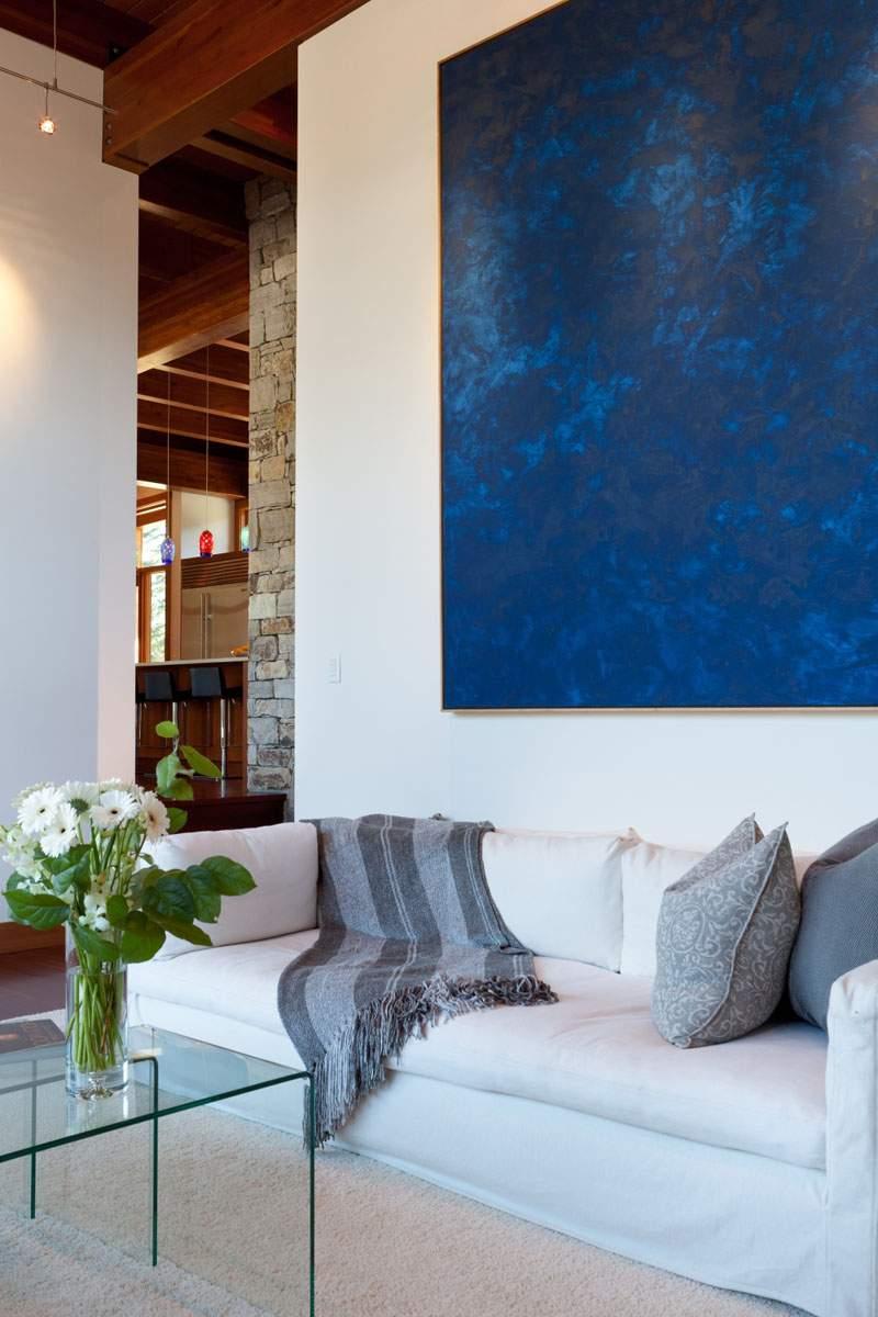 Голубая гостиная с картиной