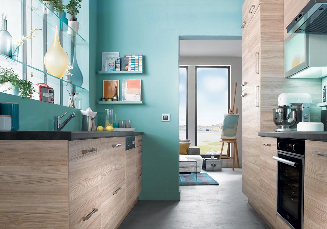 Кухня в голубых тонах крашеная