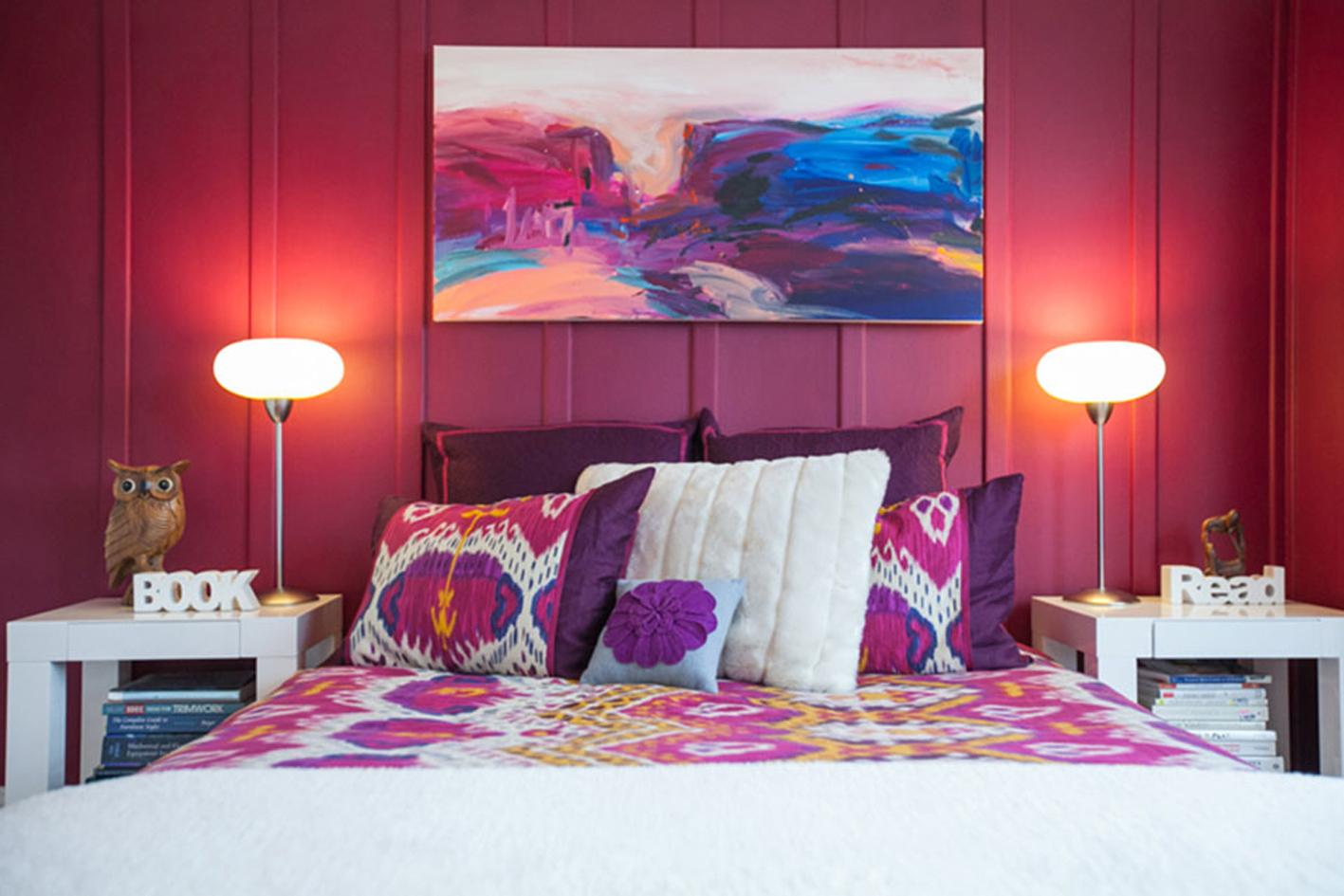 Красно-фиолетовая спальня