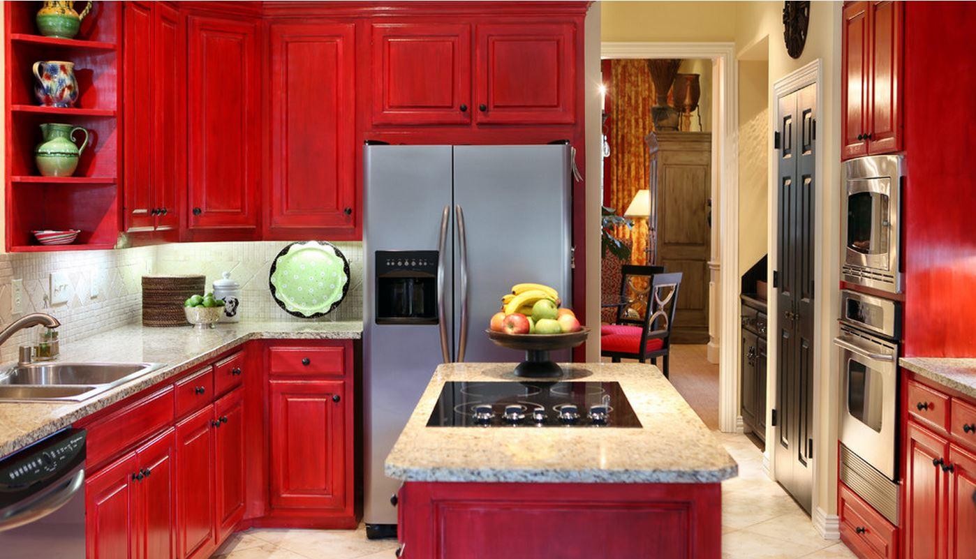 Серая столешница и фартук в красной кухне