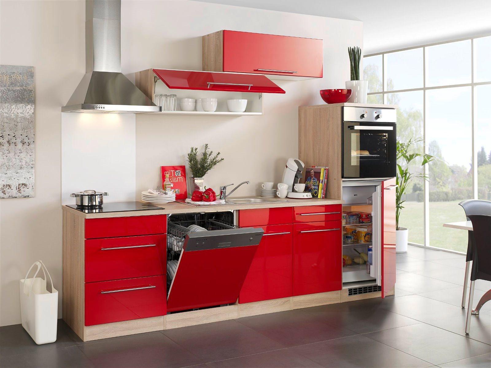 Красно-бежевый гарнитур на кухне