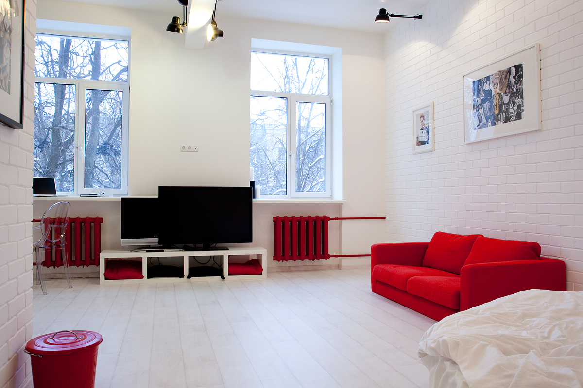 Красно-белая необычная гостиная