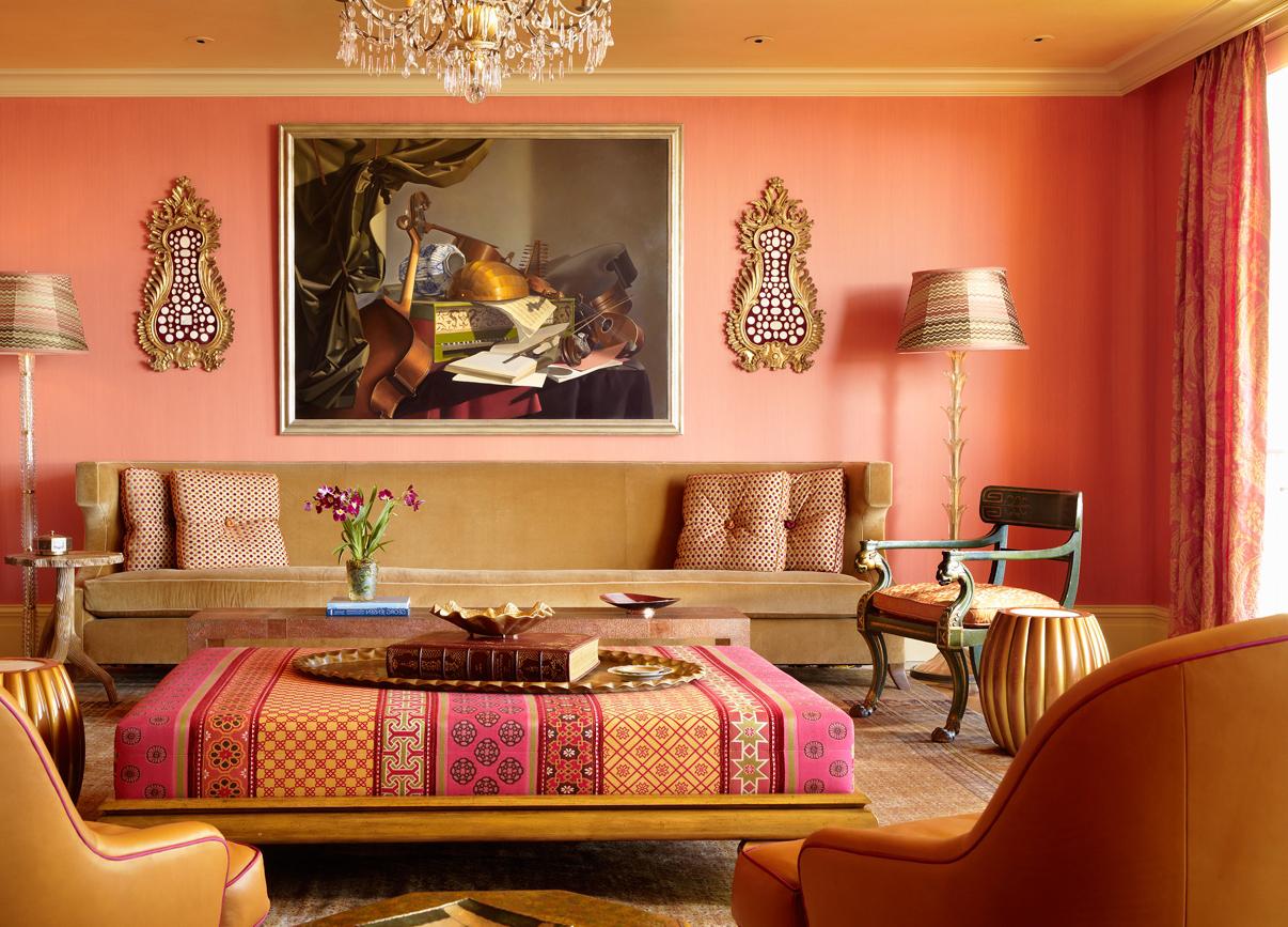 Красно-розовая гостиная