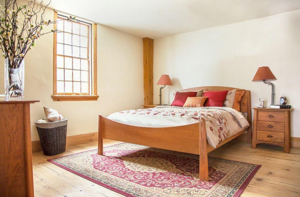 Кровать из вишни