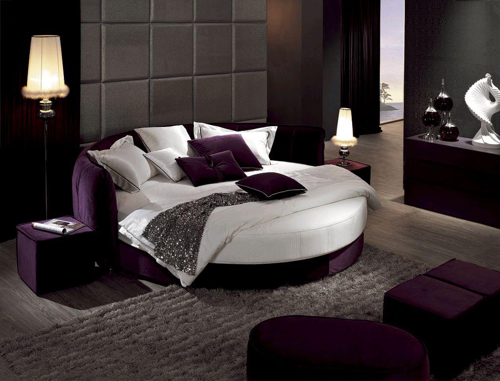 Фиолетово-белая круглая кровать