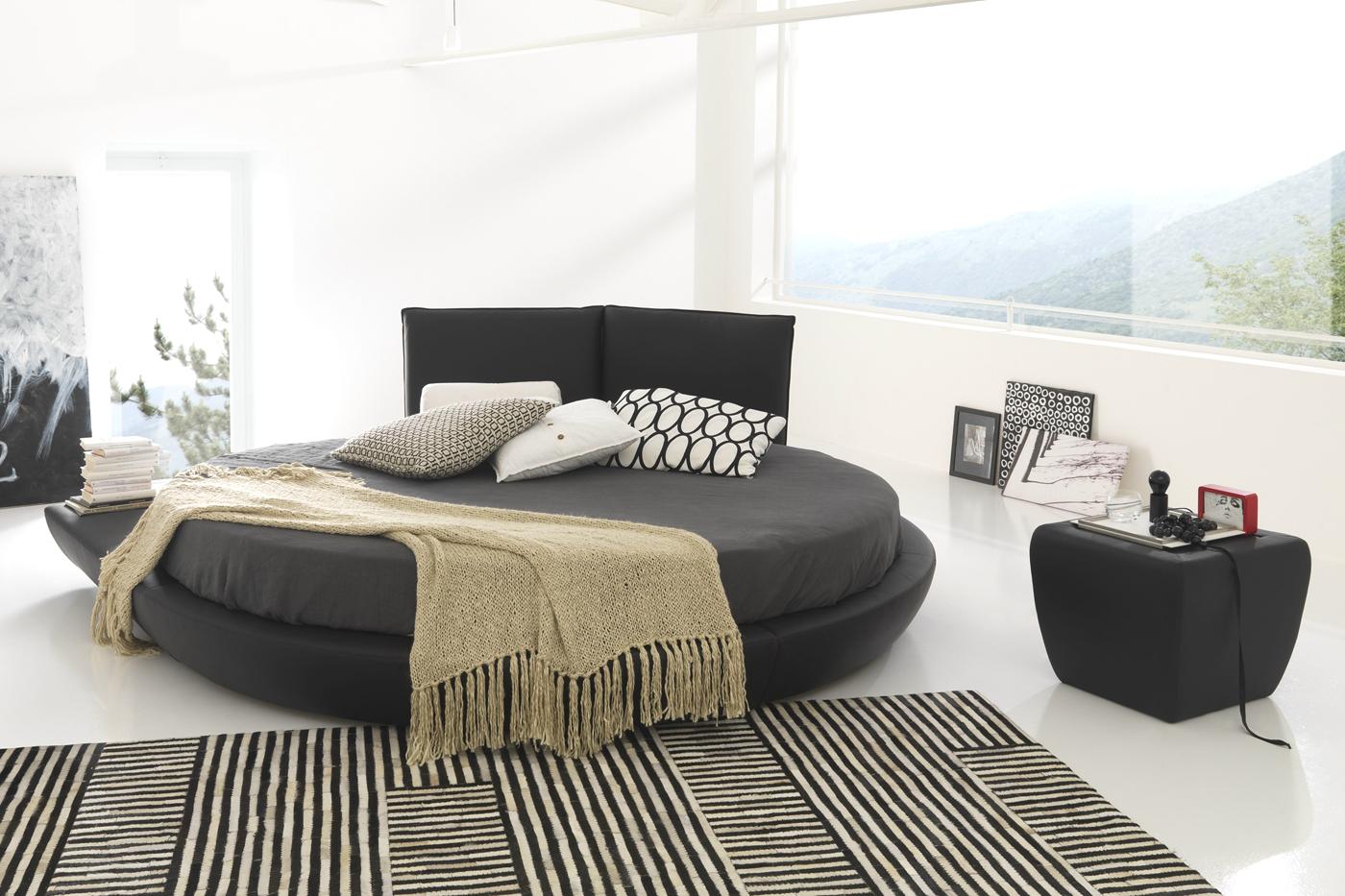 Темно-серая круглая кровать и тумба
