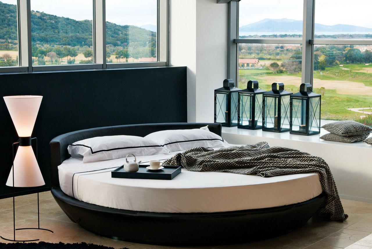 Черно-белая стильная круглая кровать
