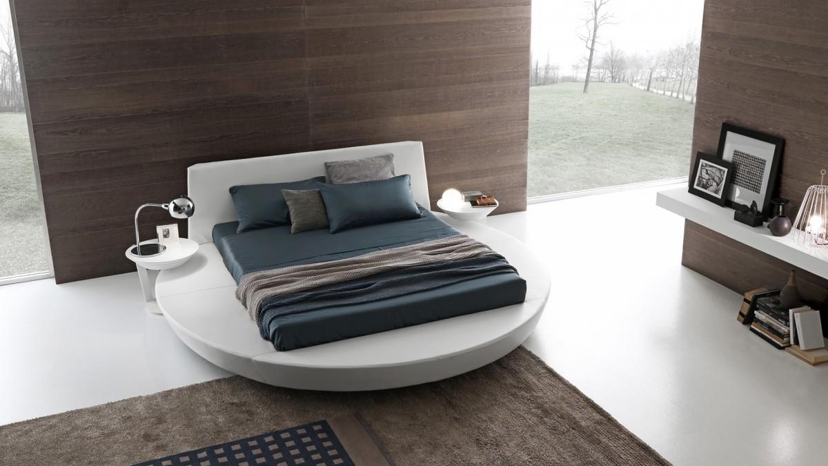 Круглая белая кровать с прямоугольным матрасом