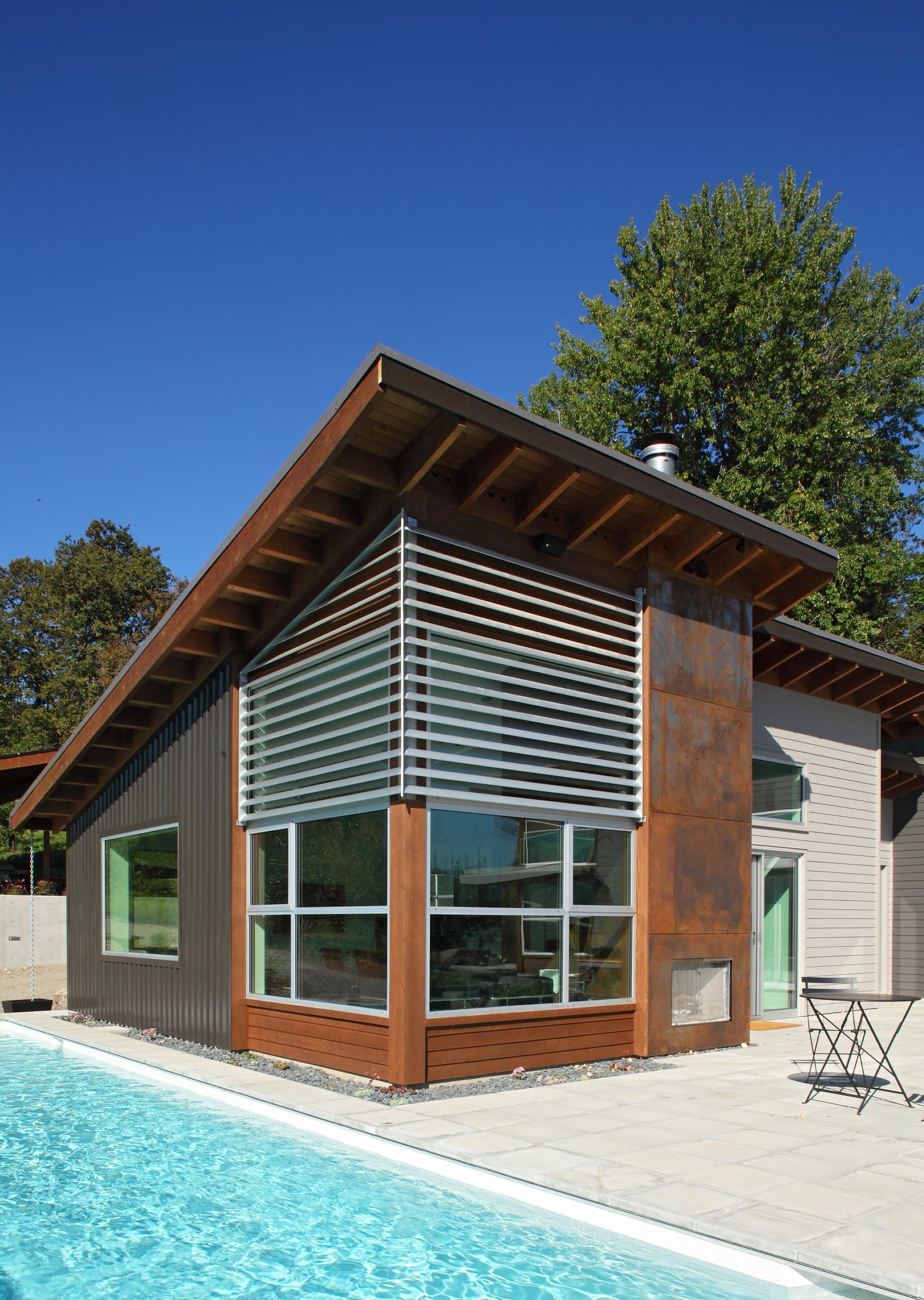 Стильный дом с односкатной крышей