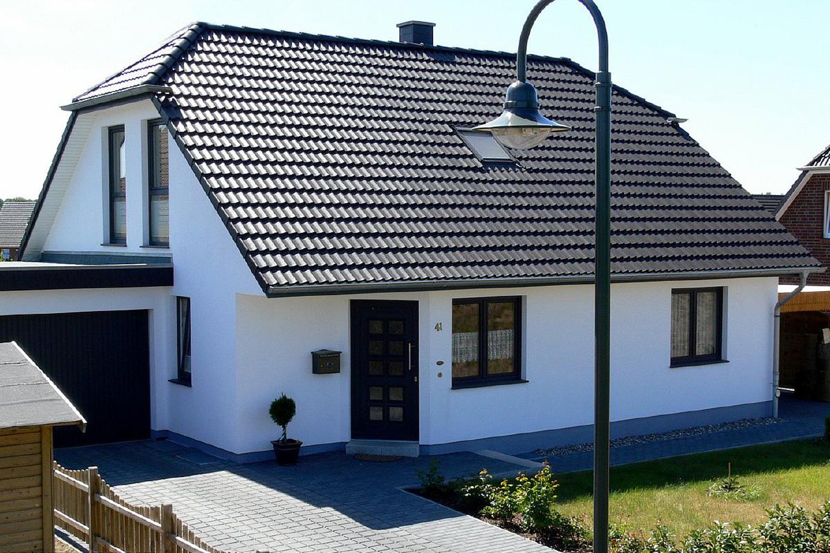 Полувальмовая крыша дома