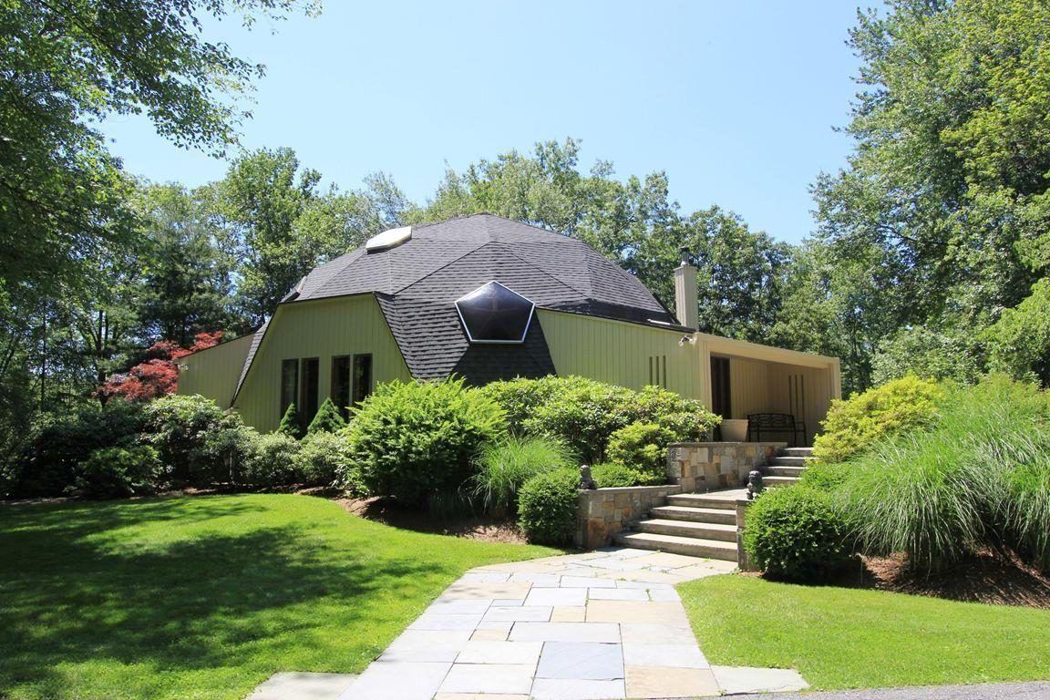 Современный дом с купольной крышей
