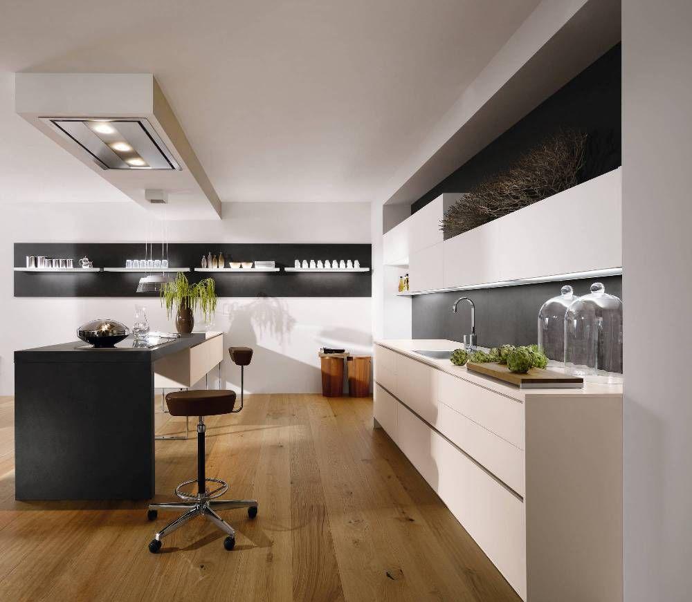 Бежевый, белый, черный и коричневый цвета в интерьере кухни в стиле хай-тек