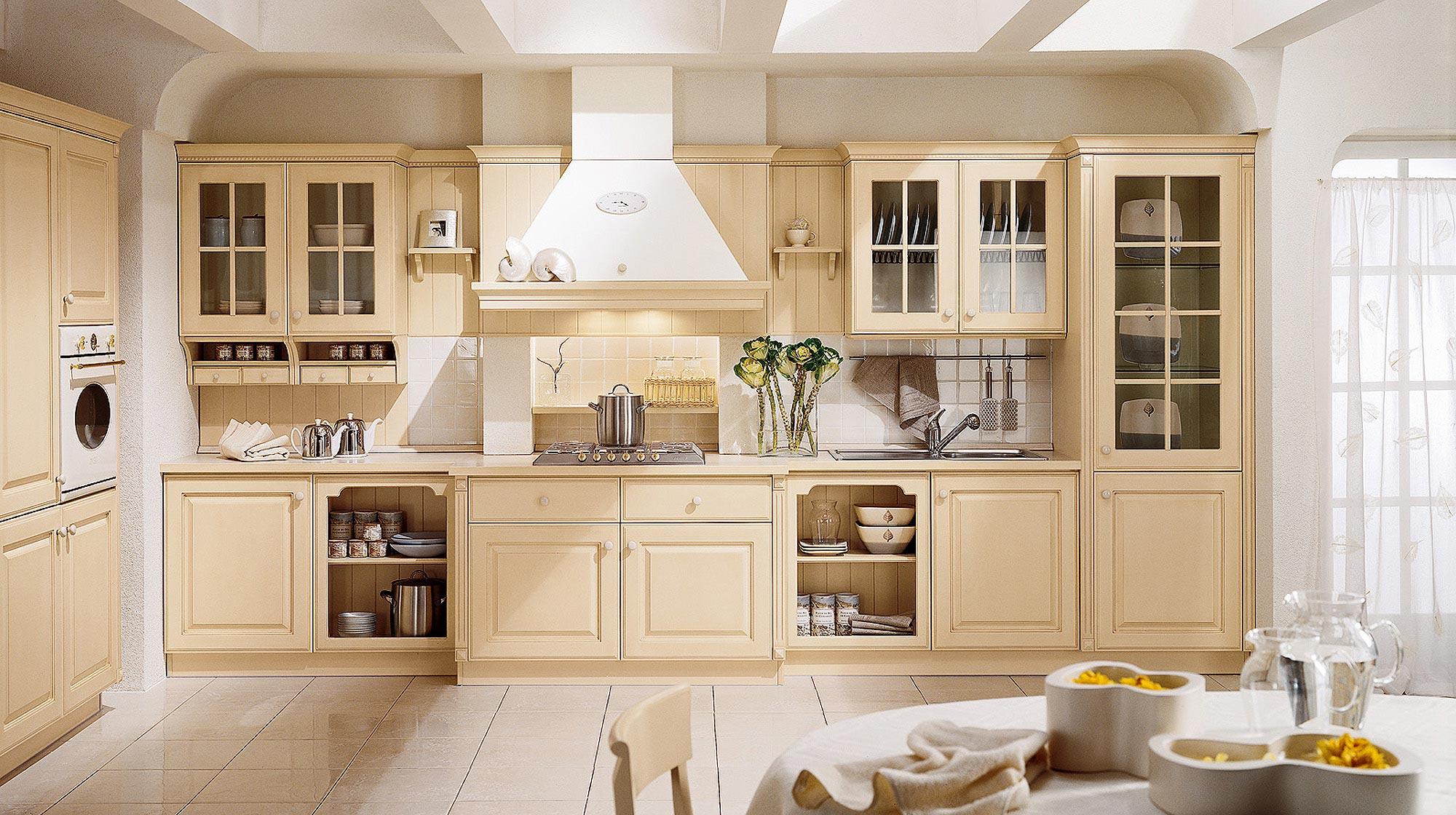 Бежево-белая кухня в стиле кантри