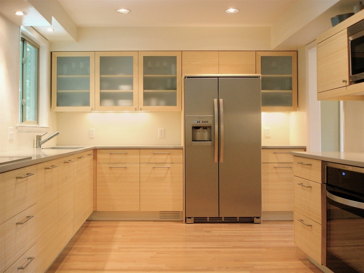 Стильная бежевая кухня