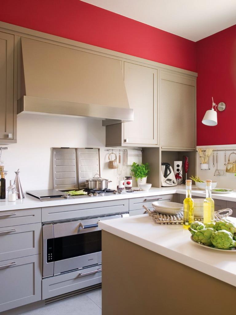 Бежевый, белый и красный цвета в интерьере кухни
