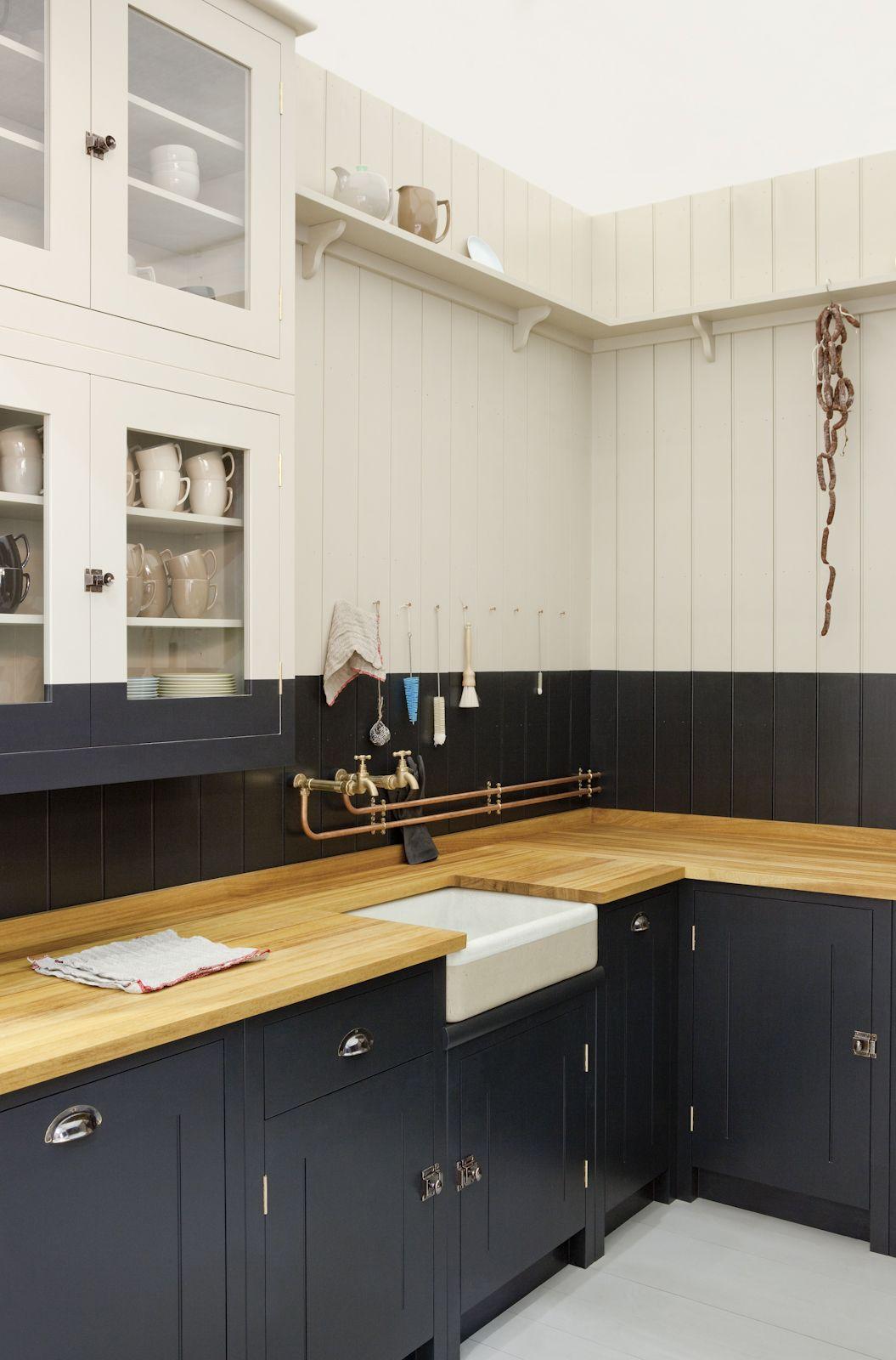 Бежевая деревянная столешница на кухне