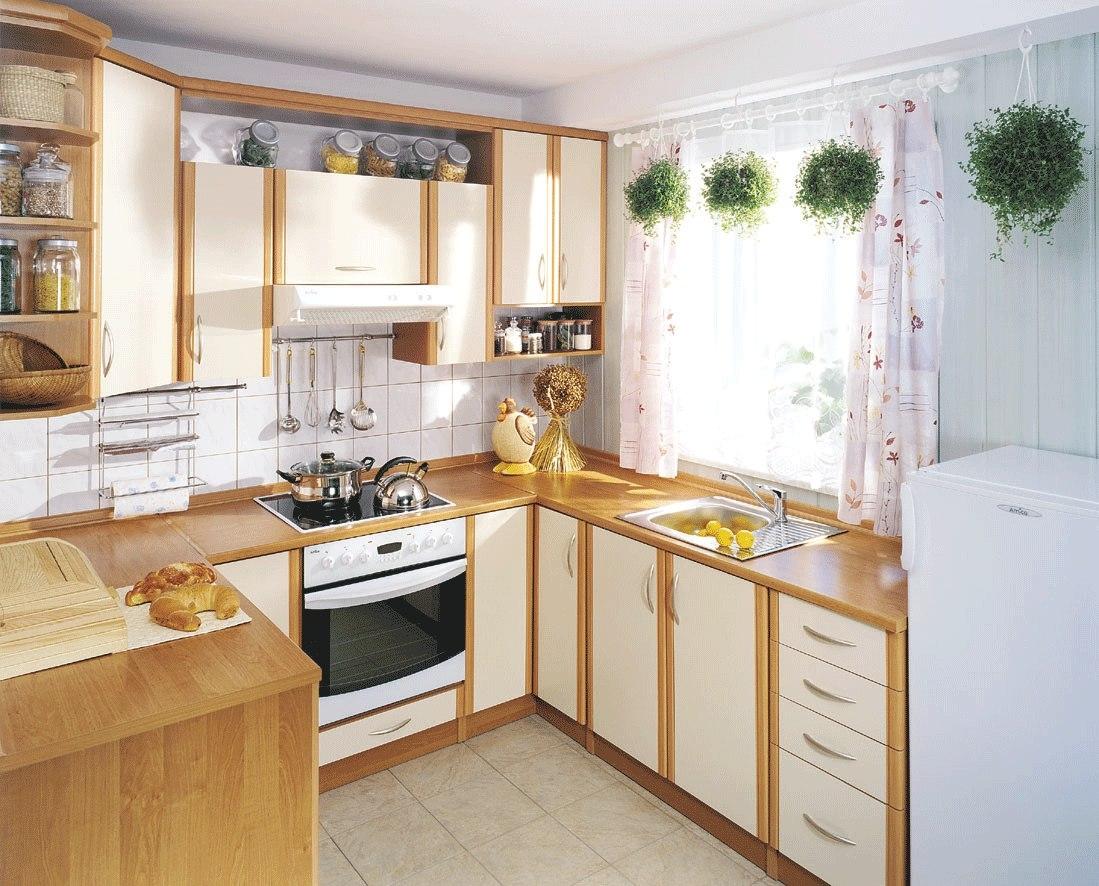 Подвесные горшки с цветами на кухне