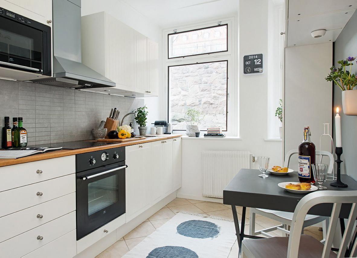 Черно-белая мебель на кухне
