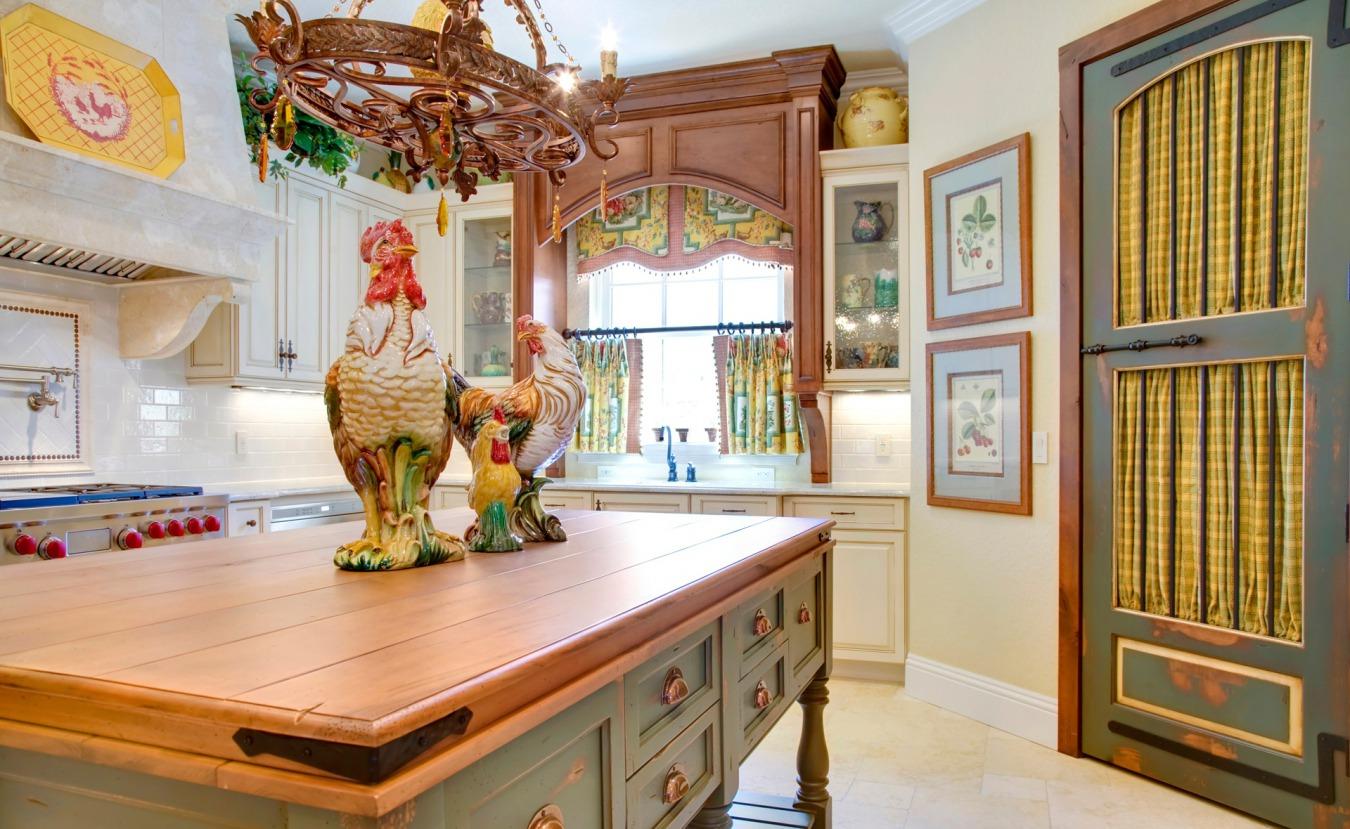 Мебель и декор в стиле кантри на кухне